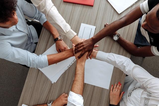 zespół - dłonie