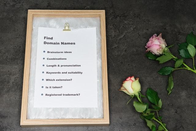 Lista z wyznacznikami dobrej domeny i róże
