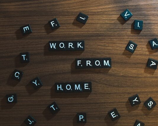 """Napis """"work from home"""""""