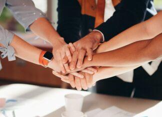 Ręce jedna na drugiej - zespół