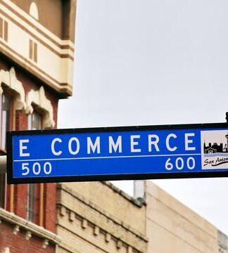 Tabliczka z napisem e-commerce