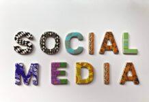 "Kolorowy napis ""Social Media"""